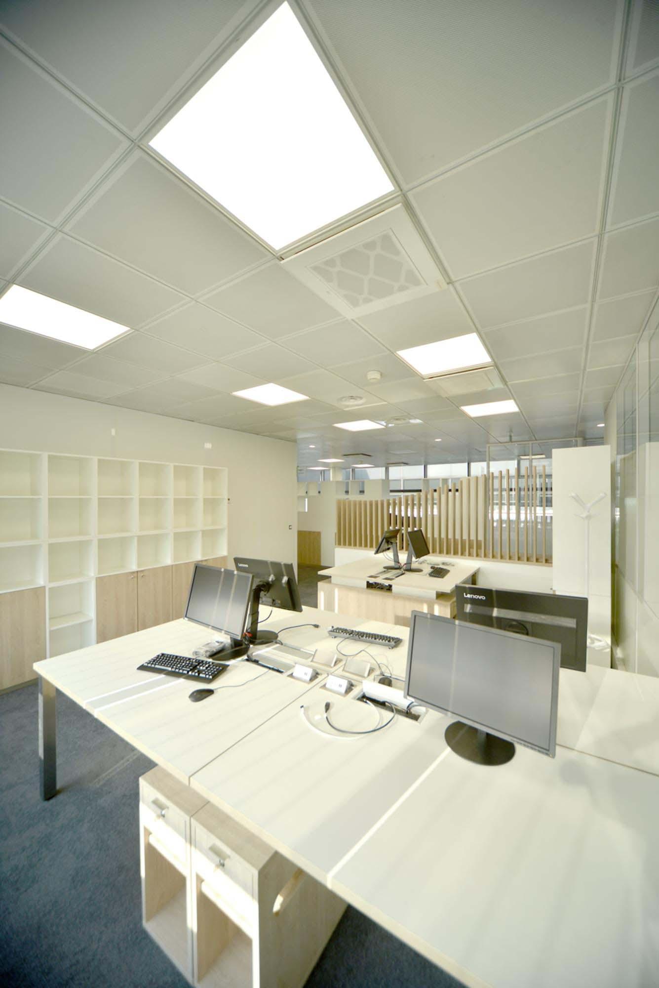 Raf Listowski Atelier d'Architecture création service clients hub Air France aéroport Roissy Charles de Gaulle aérogare 2E niveau arrivée Paris